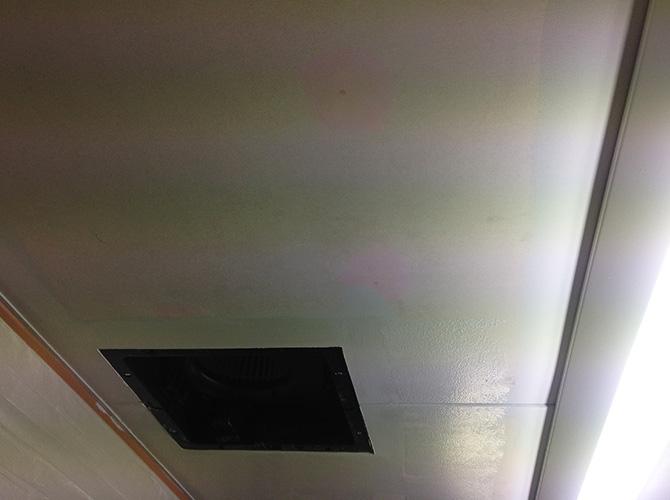 天井塗装の中塗り完了後