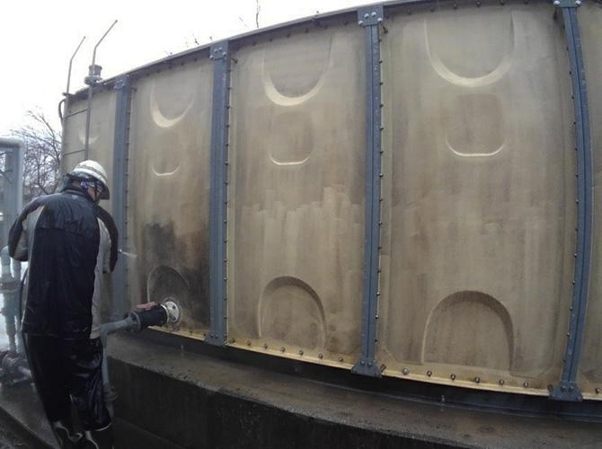 工場外壁の高圧洗浄