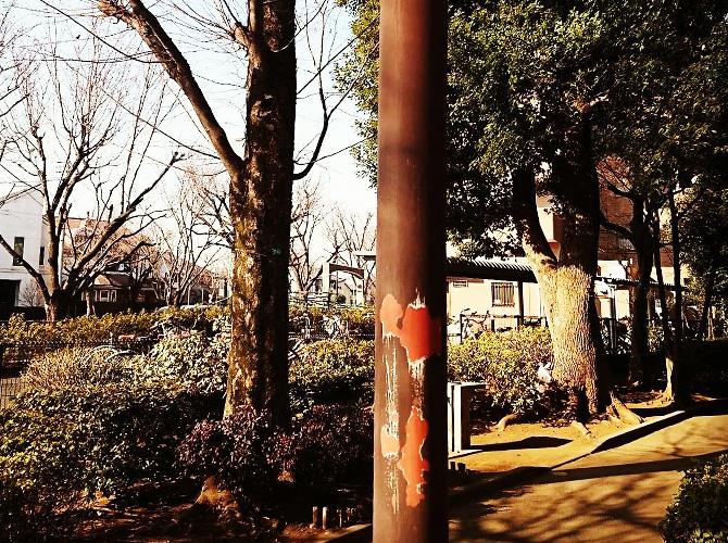 東京都武蔵野市公園の街路灯塗装工事の施工前