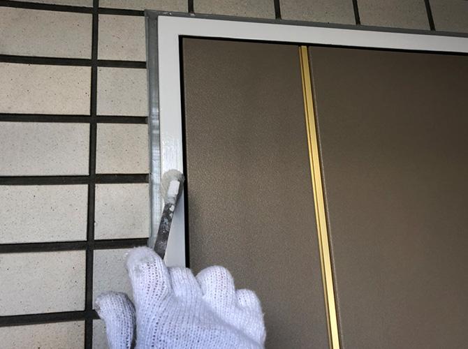 ドア枠の上塗り