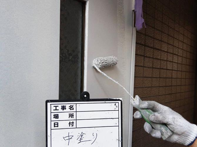 ドア塗装の中塗り