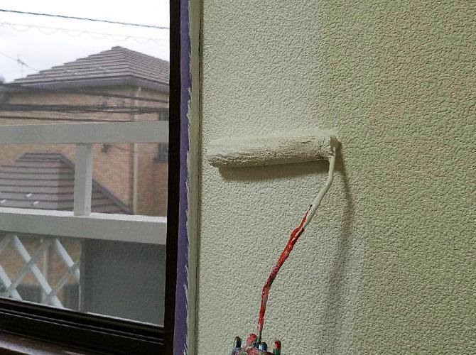 壁のローラー塗装