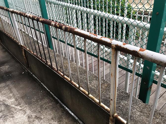 東京都港区マンション手すりのサビ止め塗装工事の施工前