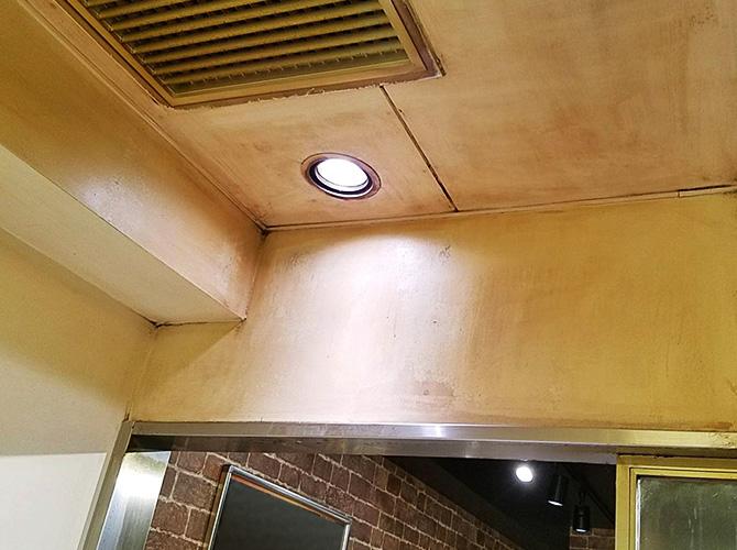 東京都新宿区飲食店の厨房塗装工事の施工前
