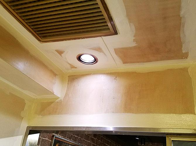 厨房内の塗装