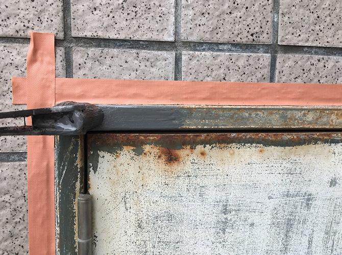 鉄扉のサビ止め塗装