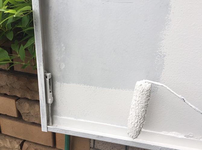 鉄扉の上塗り