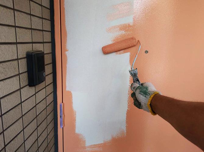 鉄扉の中塗り