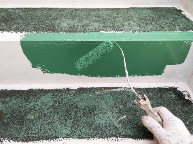 階段塗装の中塗り