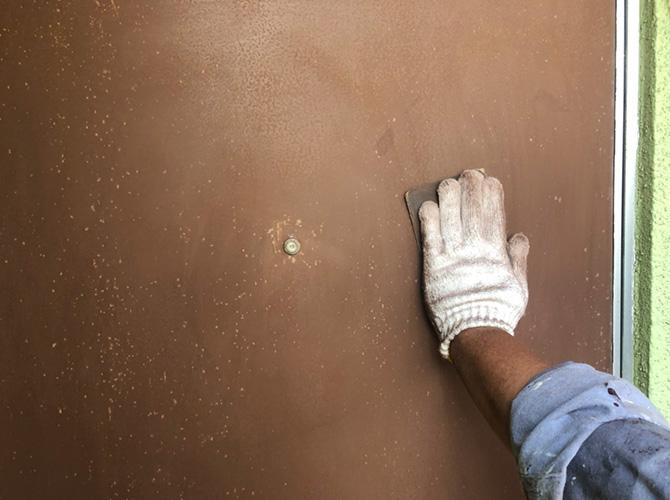 東京都江戸川区アパート玄関ドアのサビ止め塗装工事の施工前