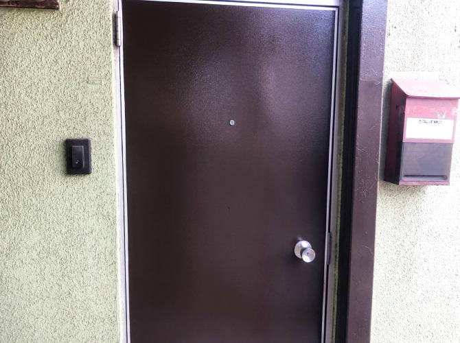 東京都江戸川区アパート玄関ドアのサビ止め塗装工事の施工後