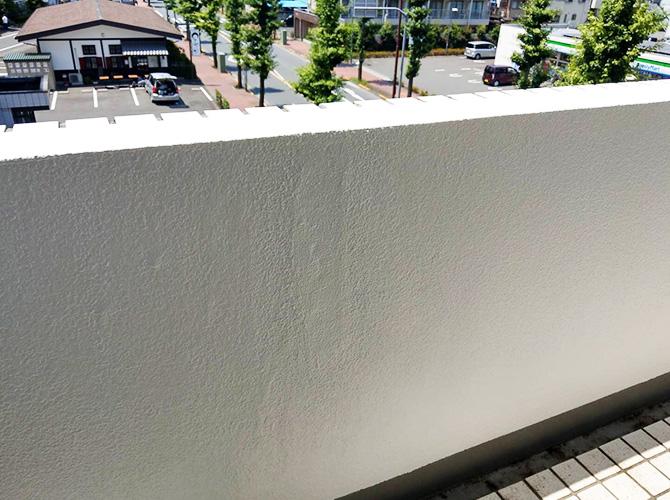 東京都青梅市マンション共用廊下の腰壁塗装工事の施工後