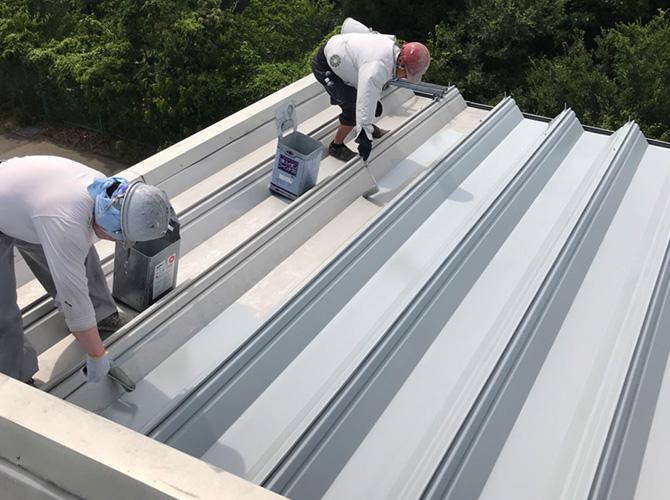 折板屋根塗装の下塗り