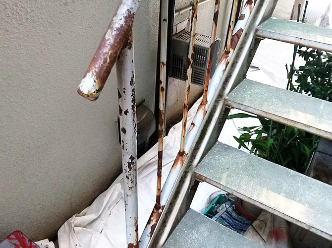 東京都墨田区アパート鉄骨階段のサビ止め塗装工事の施工前