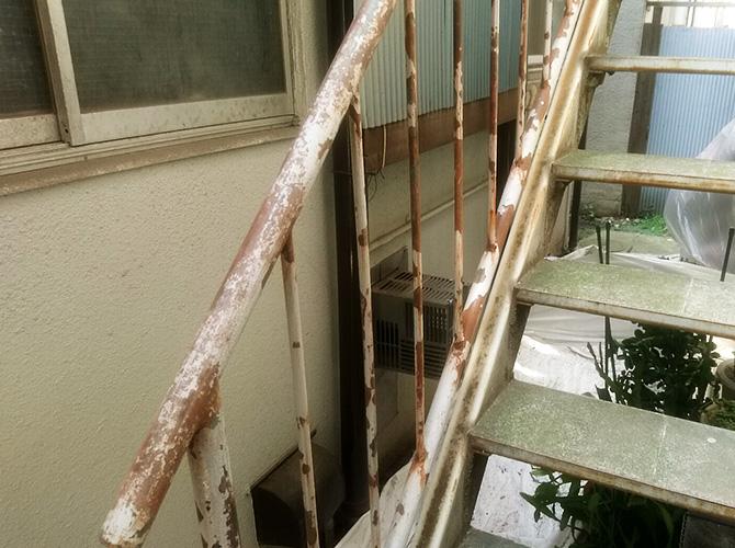鉄骨階段のケレン後