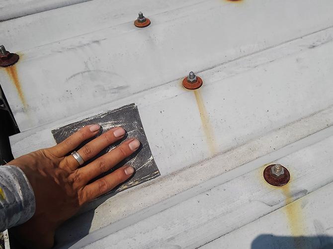 折板屋根のケレン
