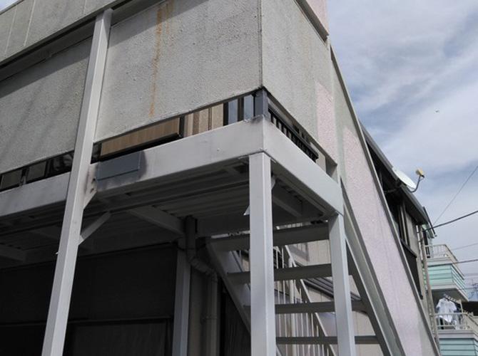 東京都江戸川区アパート鉄骨階段のサビ止め塗装工事の施工前