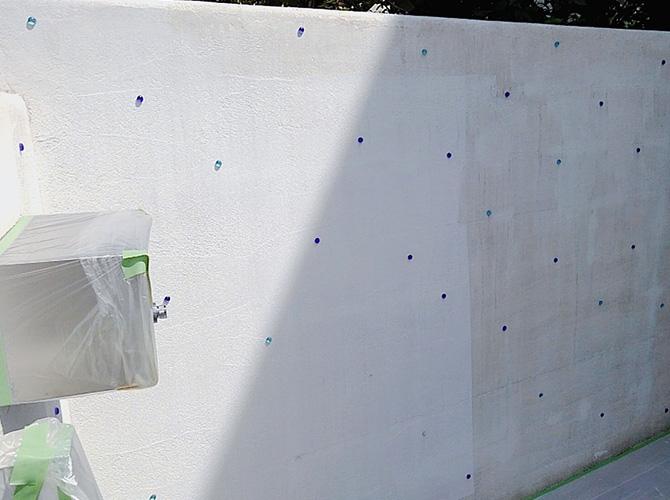 擁壁塗装の下塗り