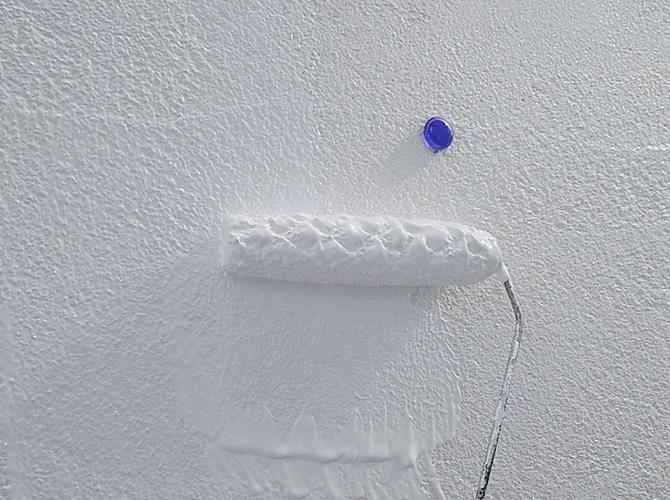 擁壁塗装の中塗り