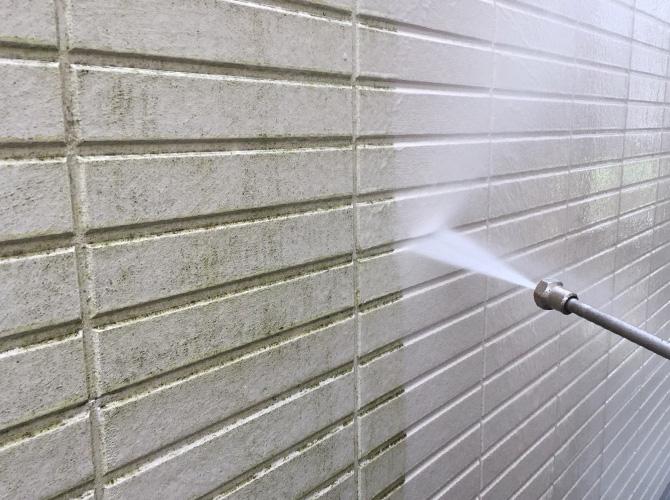 外壁サイディングの高圧洗浄