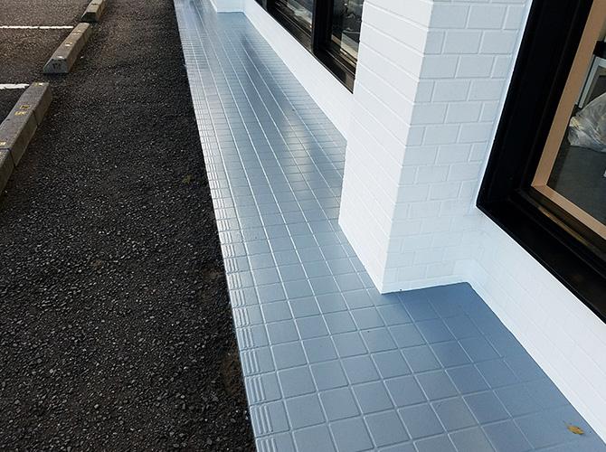 千葉県佐倉市店舗の犬走り(土間コンクリート)塗装工事の施工後