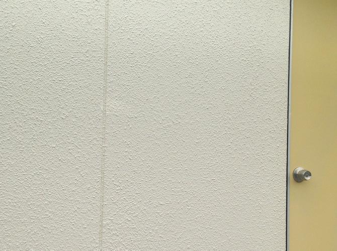 外壁の上塗り施工完了の状態です。