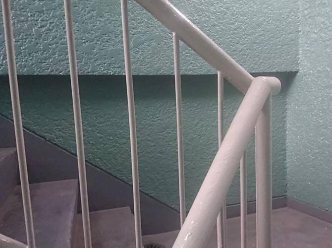 階段手摺の塗装完了後