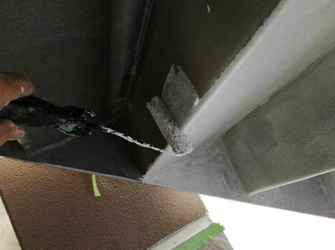 外階段の下塗り