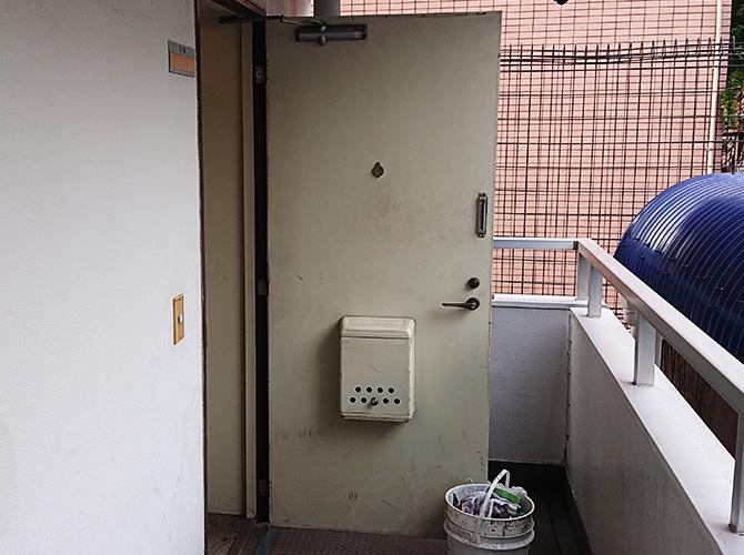 東京都目黒区アパートの玄関ドア塗装工事の施工前