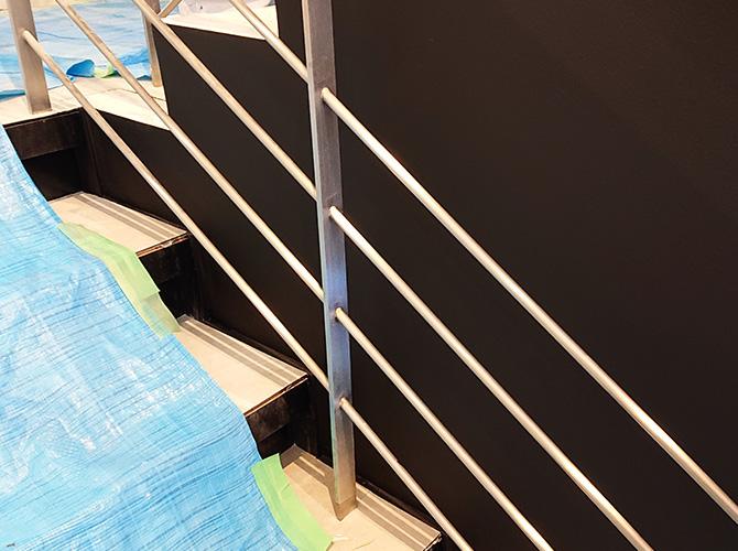 階段壁の塗装完了後