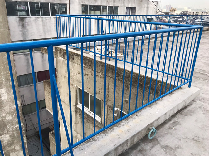東京都目黒区マンションの屋上手すり塗装工事の施工後