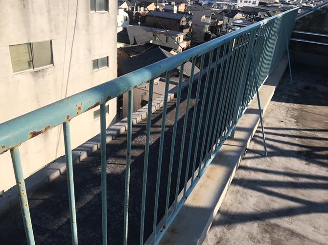 東京都目黒区マンションの屋上手すり塗装工事の施工前