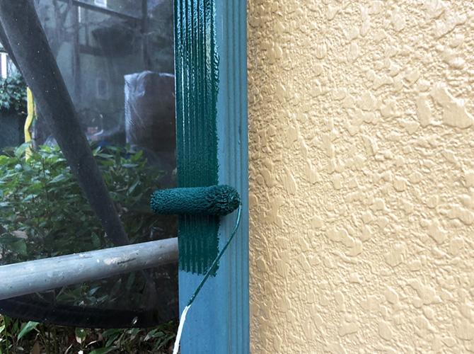 雨樋の下塗り