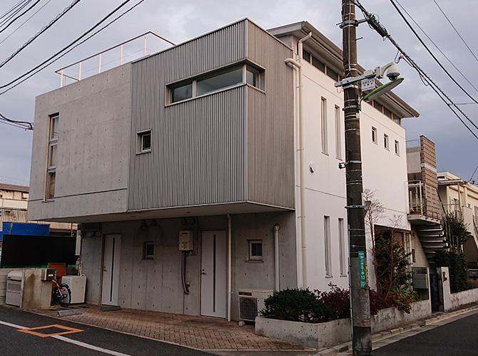 東京都世田谷区3階建賃貸併用住宅のコンクリート打ち放し外壁塗装工事の施工前