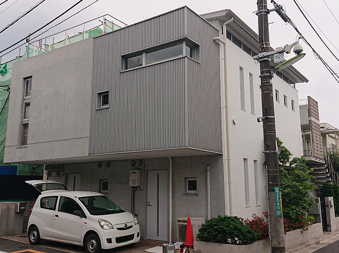 東京都世田谷区3階建賃貸併用住宅のコンクリート打ち放し外壁塗装工事の施工後
