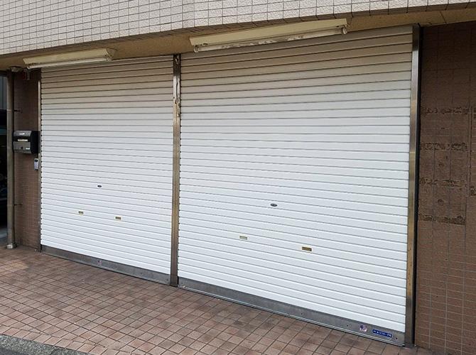 東京都杉並区薬局のシャッター塗装工事の施工後