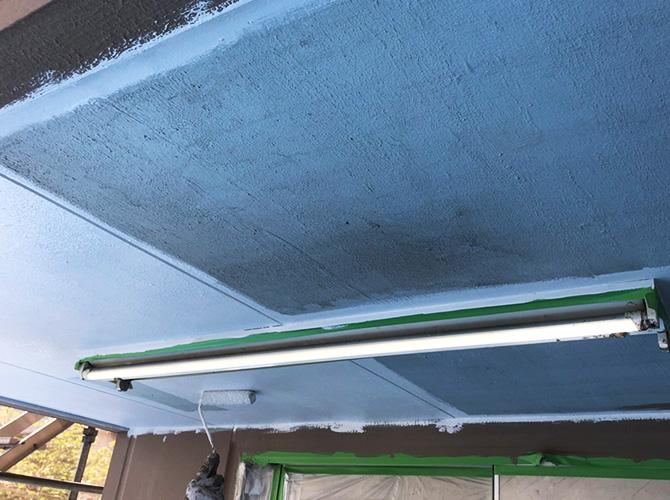 軒天井塗装の下塗り