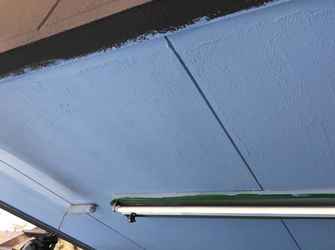 軒天井塗装の上塗り