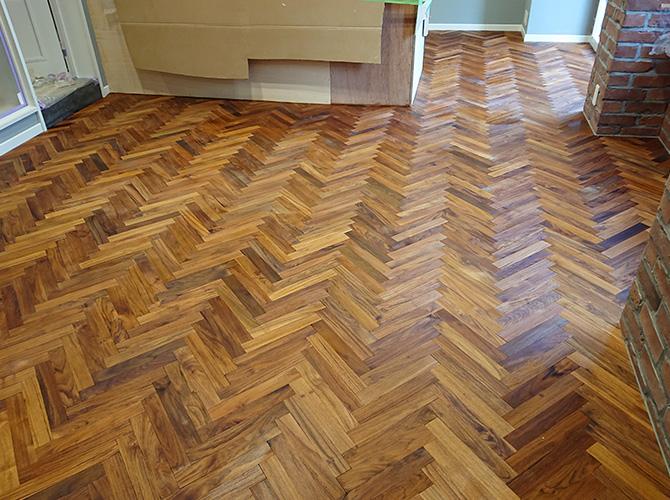 床の塗装後