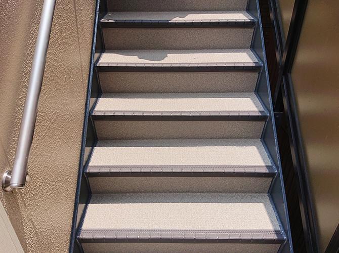 埼玉県川口市アパートの外階段塗装・長尺シート工事の施工後