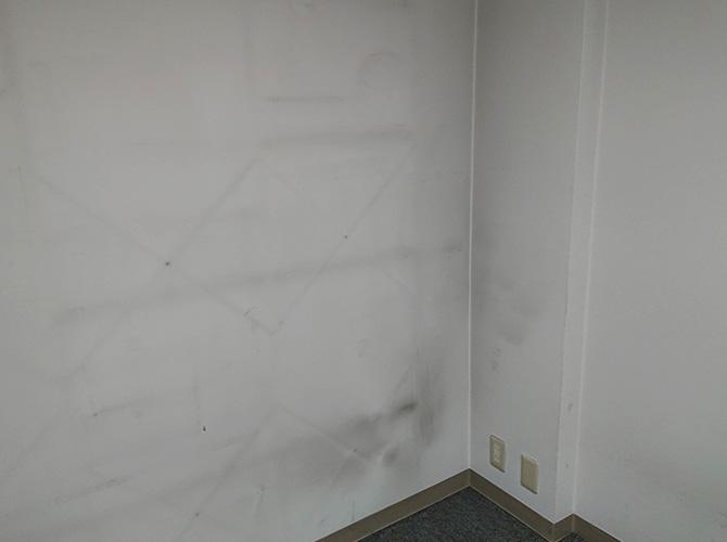 壁の塗装前