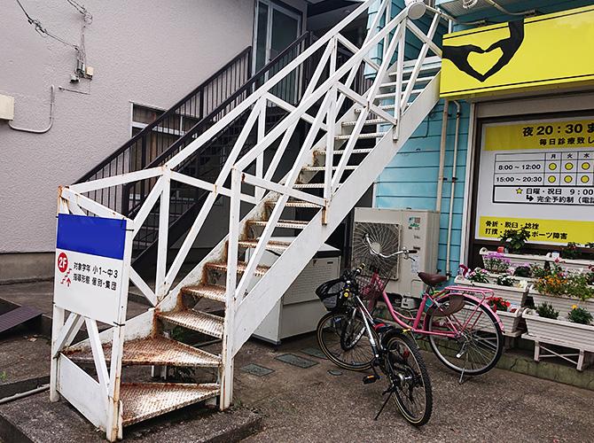 埼玉県鶴ヶ島市テナントの外階段サビ止め塗装工事の施工前