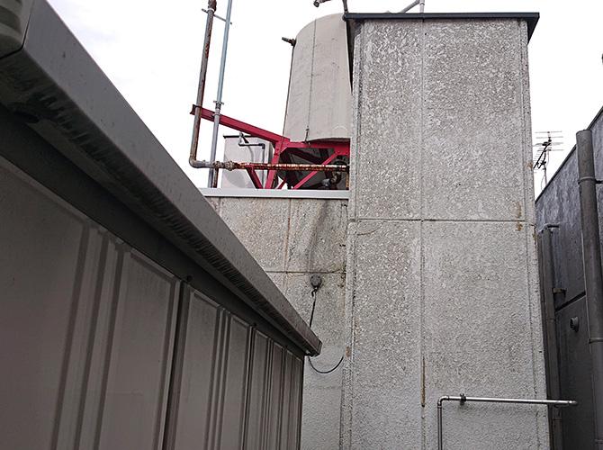 神奈川県川崎市商業ビルの屋上塔屋塗装工事の施工前