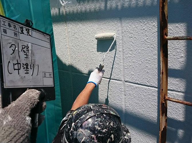 塔屋塗装の中塗り