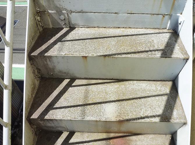 東京都狛江市アパートの鉄骨階段サビ止め塗装工事の施工前