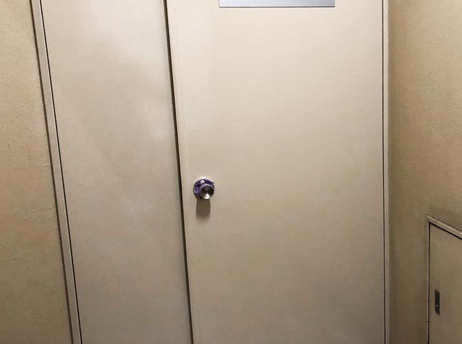 東京都墨田区オフィスビルの玄関ドア塗装工事の施工後
