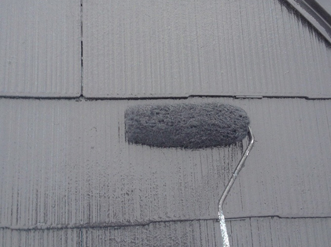 屋根塗装の上塗りを施工して完了です。