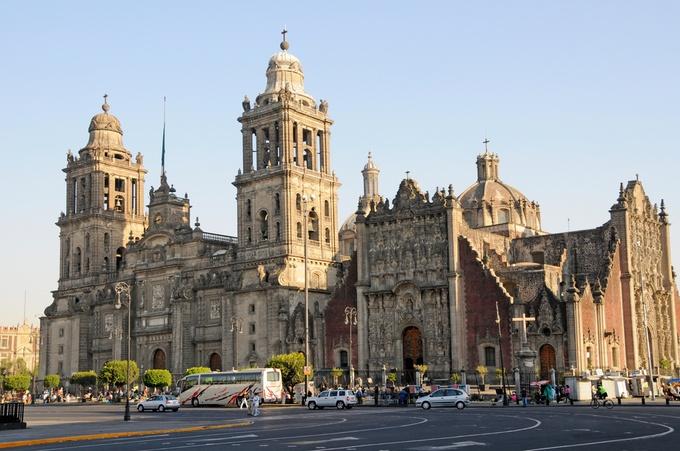 新古典主義のメトロポリタン大聖堂など世界の建物ベスト12