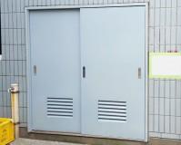 東京都板橋区マンションのゴミ置き場鉄扉塗装工事の施工事例