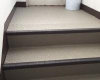 東京都足立区マンションの共用階段・廊下の長尺シート工事の施工事例